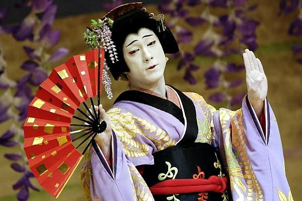 Onnagata - Parliamo del Giappone: il magico mondo del crossdressing