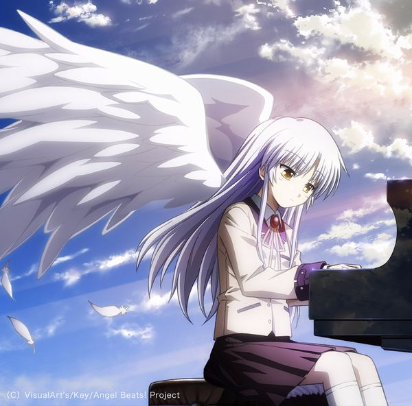 "Angel Beats!: copertina del CD contenente le OP/ED ""My Soul, Your Beats!/Brave Song"". Si notino le nuvole riflesse sul lato del pianoforte"